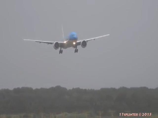 Máy bay 'nổi loạn' chống lại phi công - chuyện kinh dị ở trên trời