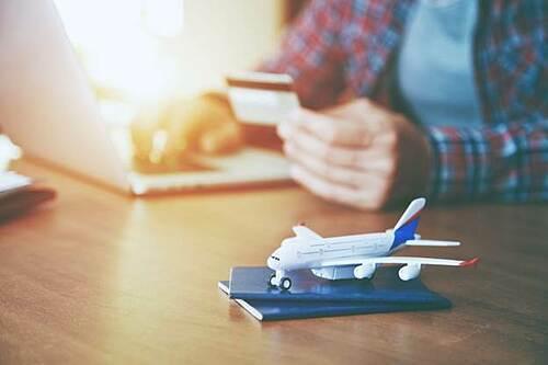 Người dùng cần tỉnh táo khi lựa chọn ứng dụng đặt vé trực tuyến.