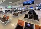 Đột ngột đứt gãy: Sân bay Nội Bài vắng lặng, hàng quán thê thảm